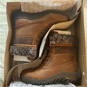 Ugg Womens Adirondack II Quilted Boots  Sz10 FRBN